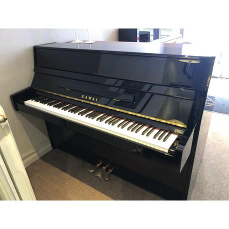 Piano droit d'occasion Kawai K15 noir verni